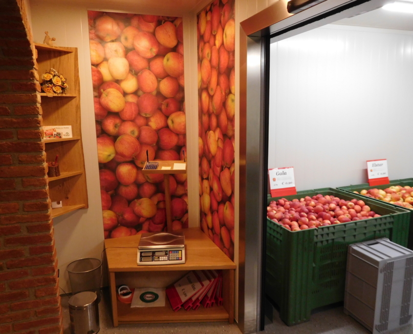Obstbau Knaller Kühlraum Obstverkauf Waage