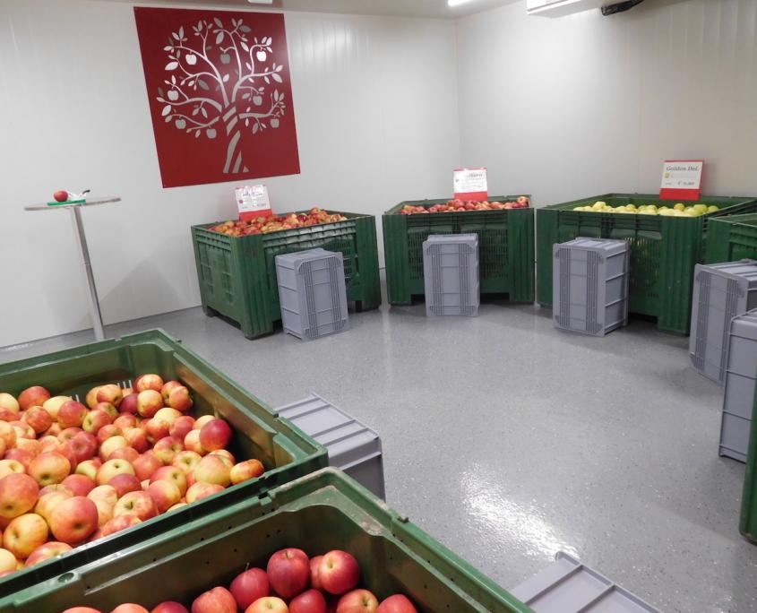Obstbau Knaller Kühlraum Obstverkauf